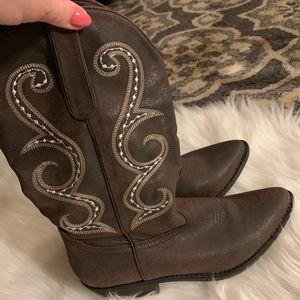 Shoes - Brown size 8 cowboy boots